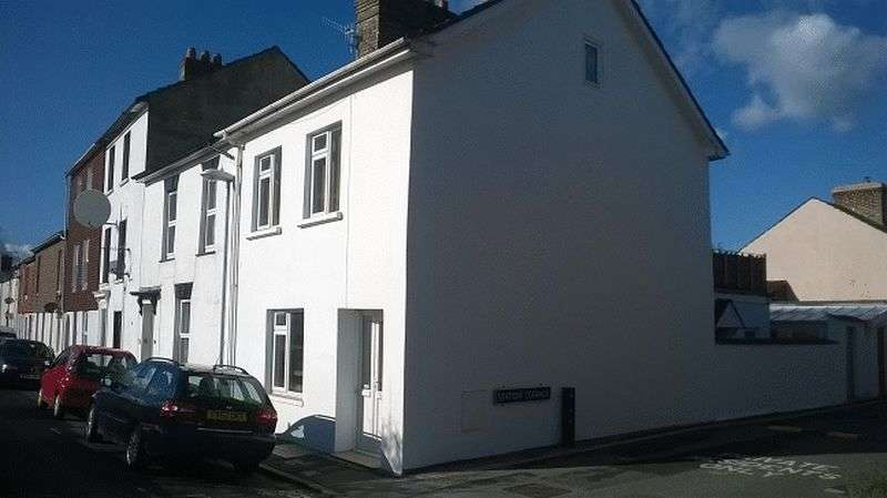 2 Bedrooms Flat for sale in 34 Windsor Road, Salisbury
