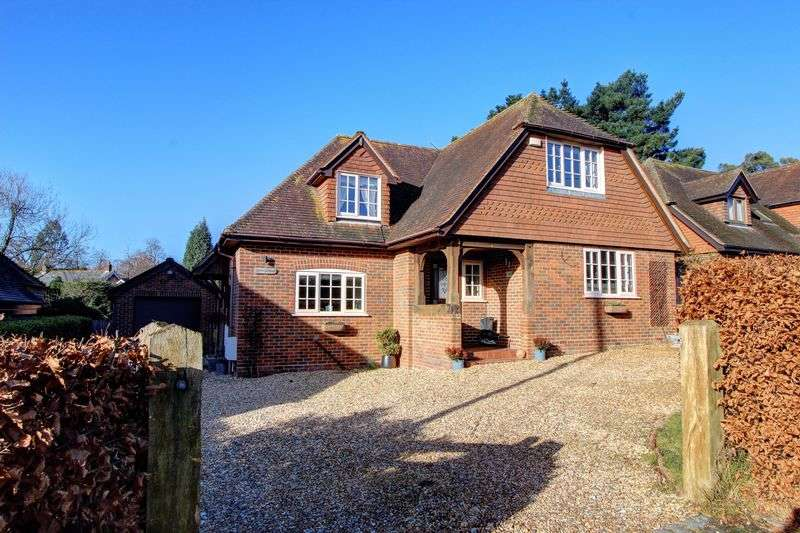 4 Bedrooms Detached House for sale in New Road, Timsbury, Nr. Romsey, Hampshire