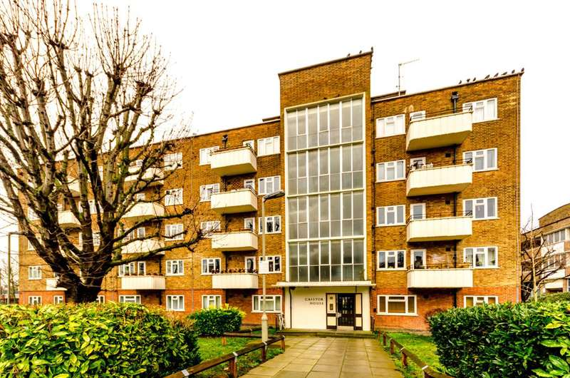 2 Bedrooms Flat for sale in Caistor Road, Balham, SW12
