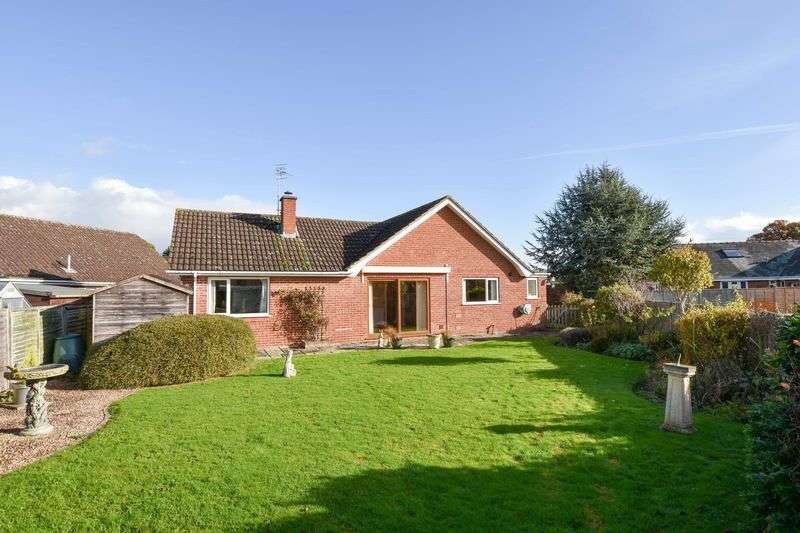 2 Bedrooms Detached Bungalow for sale in Hillary Drive, Kings Acre, Hereford HR4 0RB