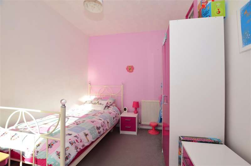 3 Bedrooms Terraced House for sale in Selbourne Road, Gillingham, Kent