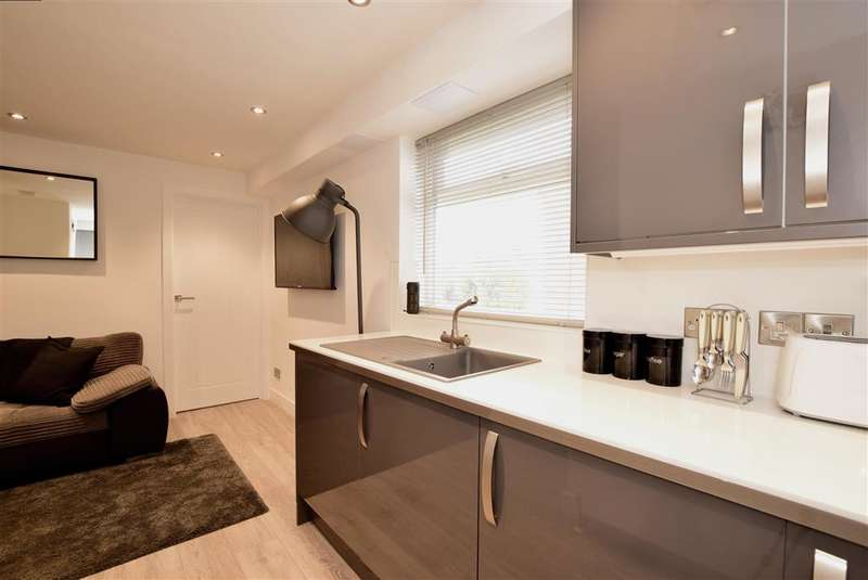 1 Bedroom Flat for sale in Southview Close, Southwick, Brighton, West Sussex