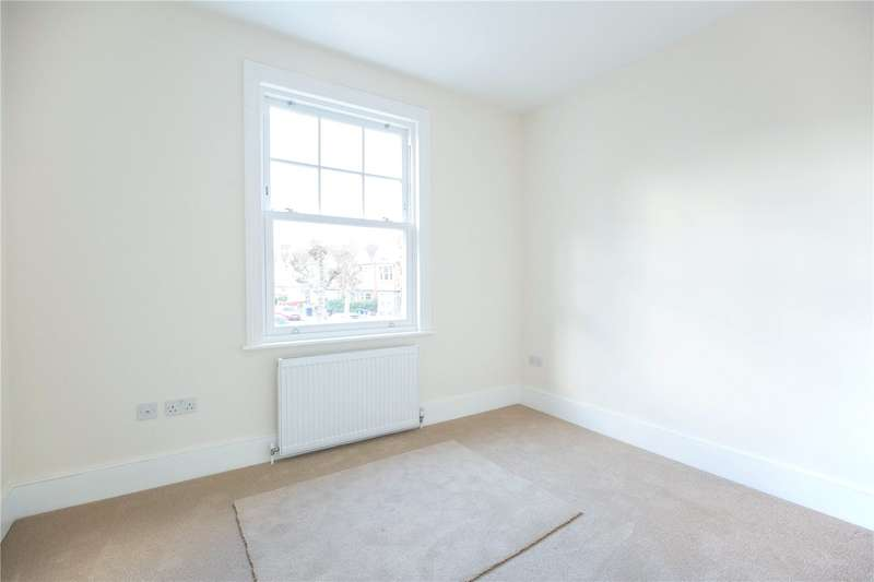 2 Bedrooms Apartment Flat for sale in High Road, London, N12