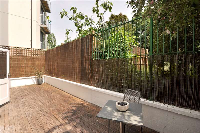 3 Bedrooms Flat for sale in Park Hill, London, SW4