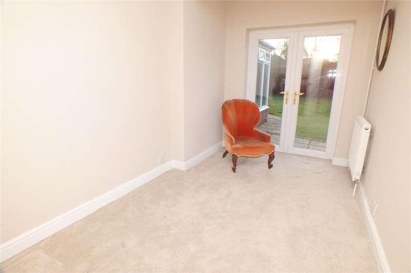 3 Bedrooms Detached Bungalow for sale in Pilcot Road, Crookham Village, Fleet, GU51