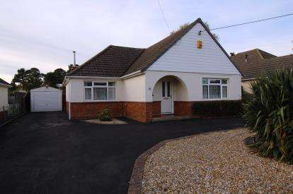 2 Bedrooms Bungalow for sale in West Moors, Ferndown