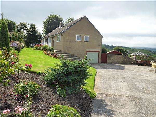 4 Bedrooms Detached House for sale in Gillroyd Lane, Linthwaite, Huddersfield