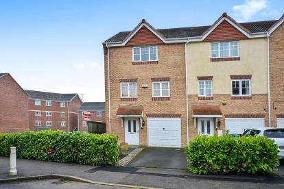 4 Bedrooms End Of Terrace House for sale in White Rose Avenue, Mansfield, Nottinghamshire