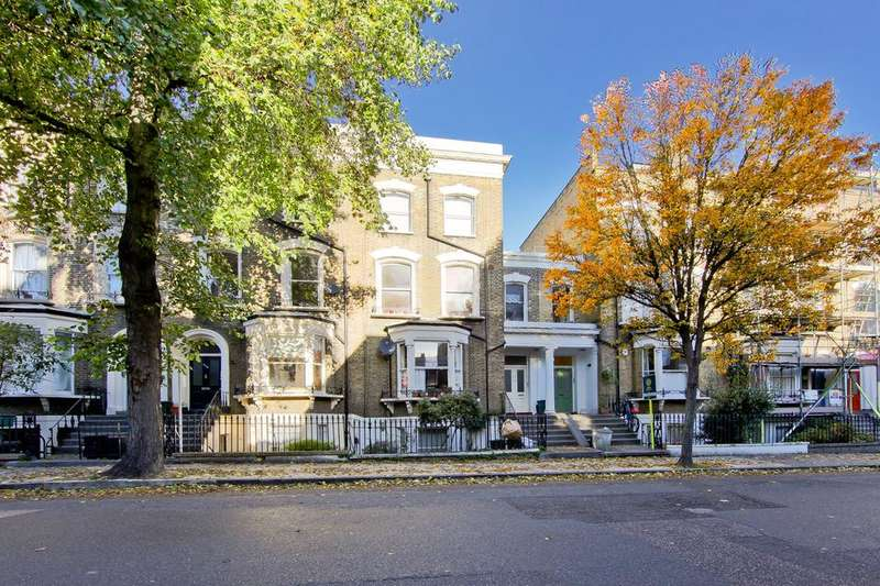 3 Bedrooms Flat for sale in Beresford Road, London N5