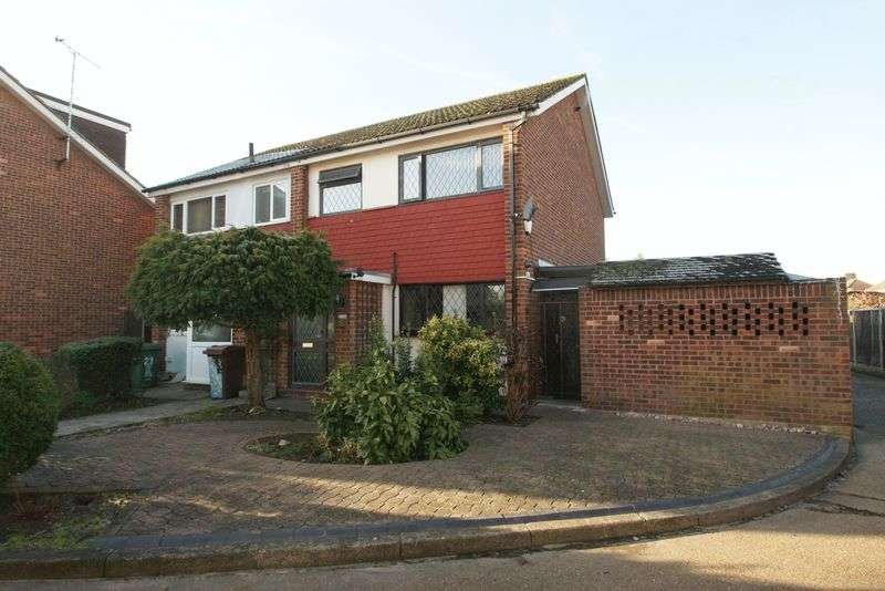3 Bedrooms Semi Detached House for sale in North Grays