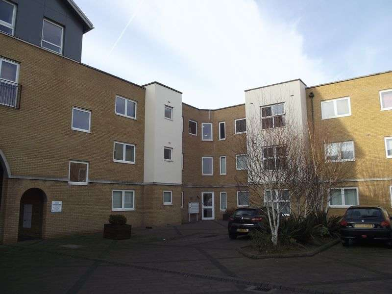2 Bedrooms Flat for sale in Kenway, Southend-On-Sea