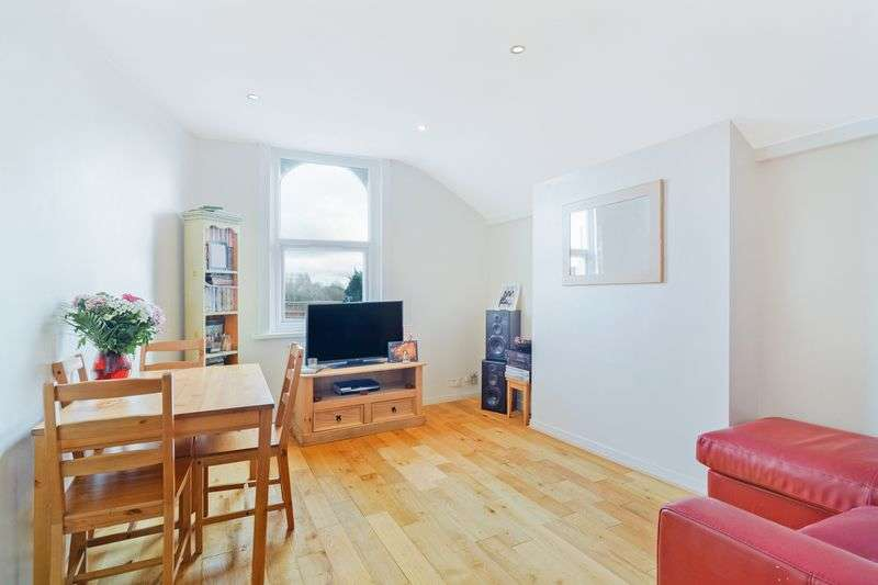 2 Bedrooms Flat for sale in Streatham High Road, London