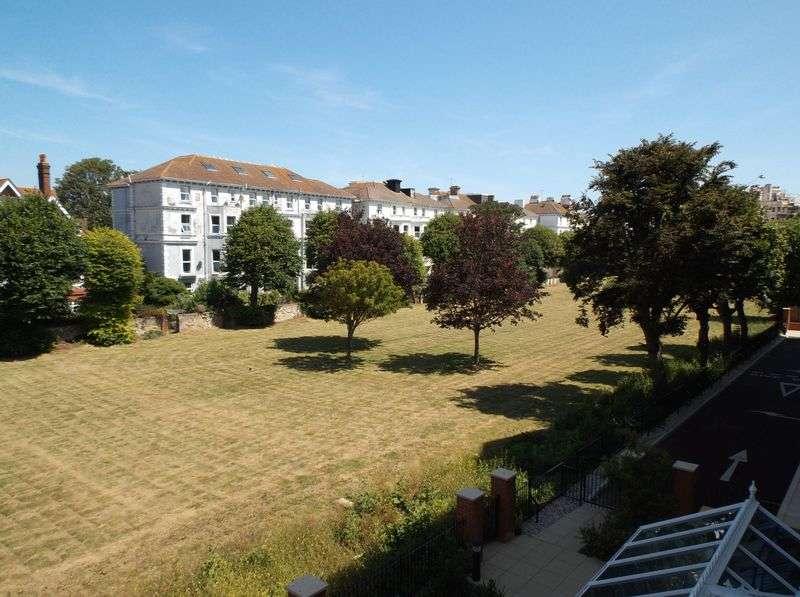 2 Bedrooms Flat for sale in Martello Court, 3-15 Jevington Gardens, Eastbourne. BN21 4SD