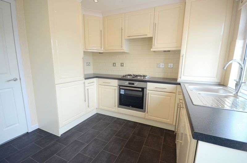 2 Bedrooms Detached Bungalow for sale in Lyndhurst Road, Christchurch