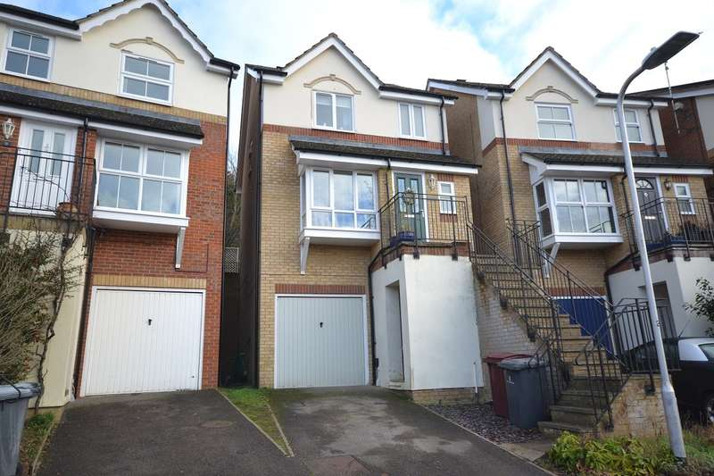 3 Bedrooms Detached House for sale in Emmer Green