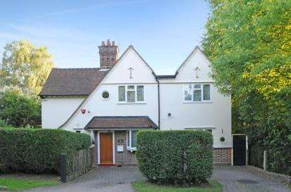 3 Bedrooms Detached House for sale in Rowley Lane, Arkley