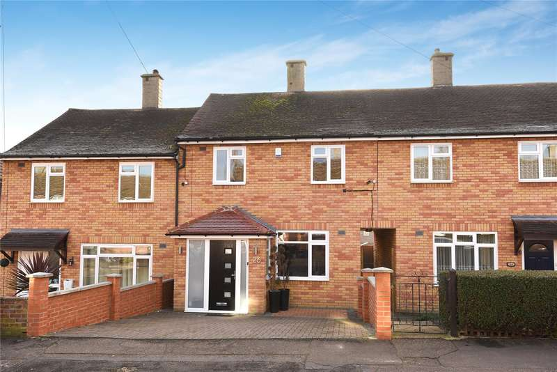 2 Bedrooms Terraced House for sale in Parkmead, Loughton, Essex, IG10
