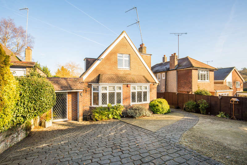 5 Bedrooms Detached Bungalow for sale in Old Farleigh Road, South Croydon, CR2 8QE