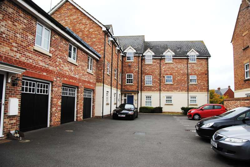 2 Bedrooms Flat for sale in Mazurek Way, Hayden End, Swindon
