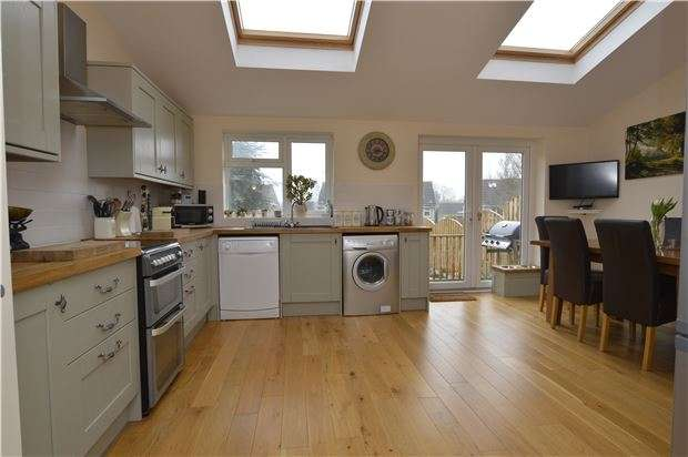 3 Bedrooms Detached House for sale in Ridings Road, Coalpit Heath, BS36 2RX