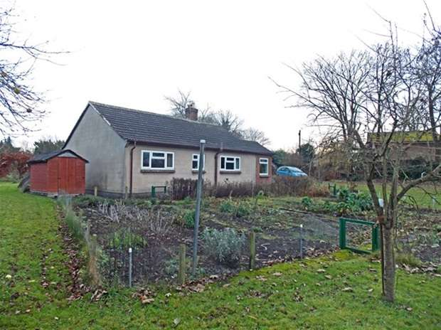 2 Bedrooms Detached Bungalow for sale in Whatley, Frome