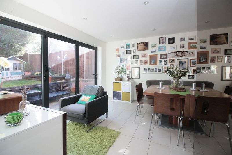 4 Bedrooms House for sale in Chester Green, Loughton