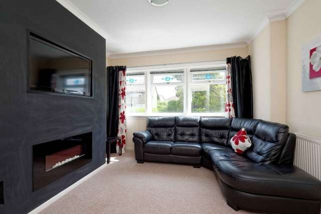 2 Bedrooms Flat for sale in Low Crescent, Clydebank, Glasgow, G81 1AF