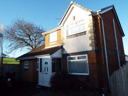 3 Bedrooms Detached House for sale in Cae Y Dderwen, Greenfield, Holywell, Flintshire, CH8
