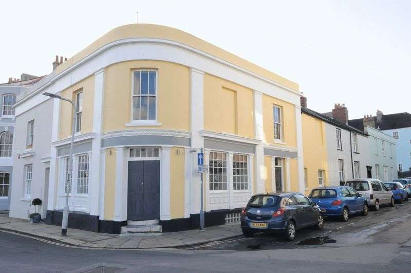 3 Bedrooms Terraced House for sale in The Longroom, Pound Street, Plymouth. Spacious and versatile 3/4 bedroom property.