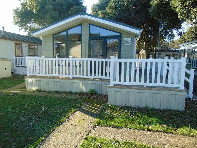 2 Bedrooms Bungalow for sale in Sandhills Holiday Park, Mudeford