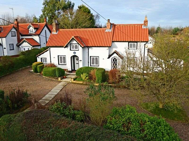 4 Bedrooms Detached House for sale in West Ella Road, West Ella