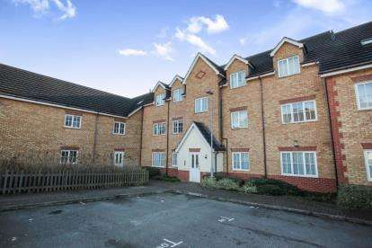 2 Bedrooms Flat for sale in The Wickets, Luton, Bedfordshire