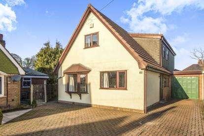 4 Bedrooms Bungalow for sale in Highfield Avenue, Farington, Leyland, Lancashire, PR25
