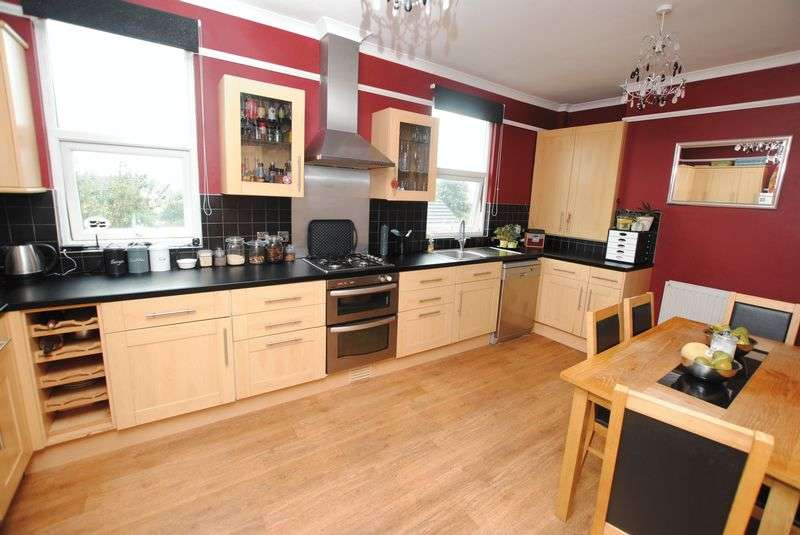 4 Bedrooms Terraced House for sale in New Road, Saltash