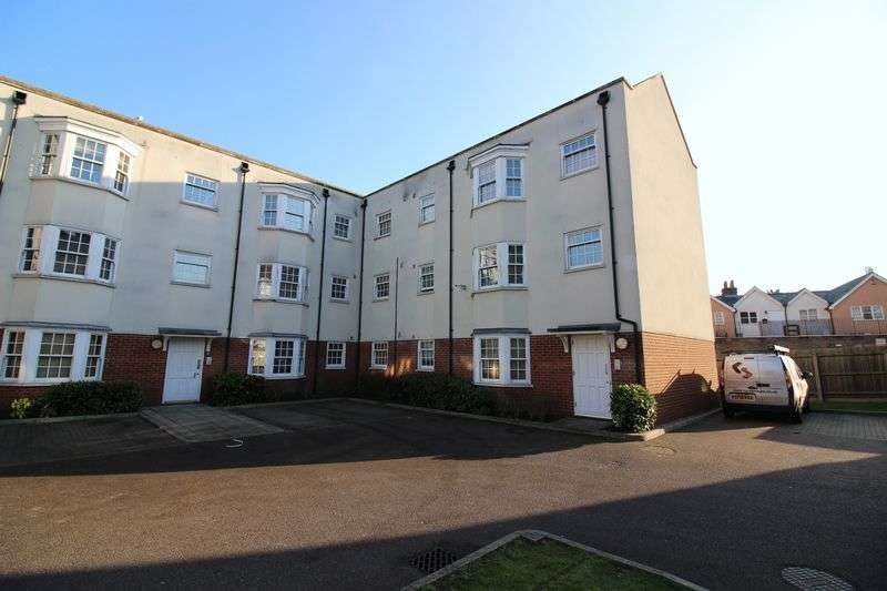 2 Bedrooms Flat for sale in Darlington Court, Old Harlow, CM17