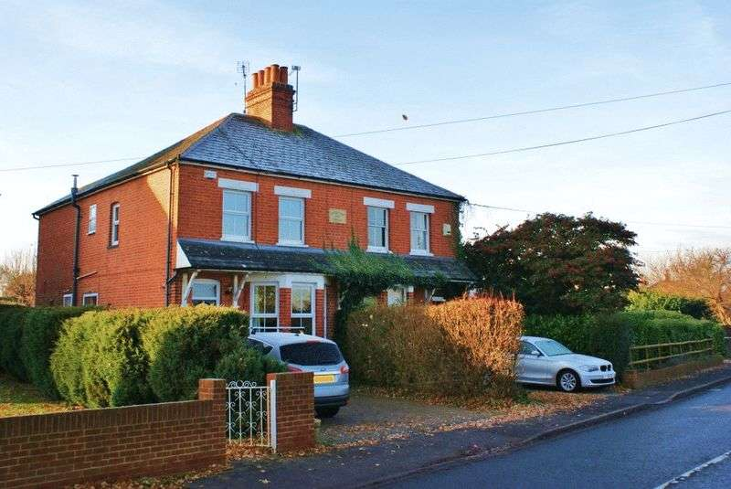 3 Bedrooms Semi Detached House for sale in Hurst, Berkshire.