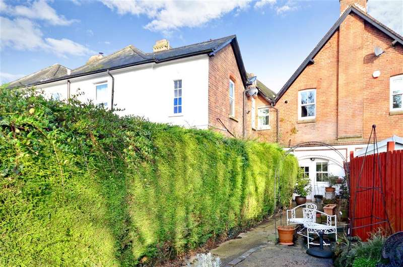 2 Bedrooms Terraced House for sale in Station Road, Gomshall, Surrey