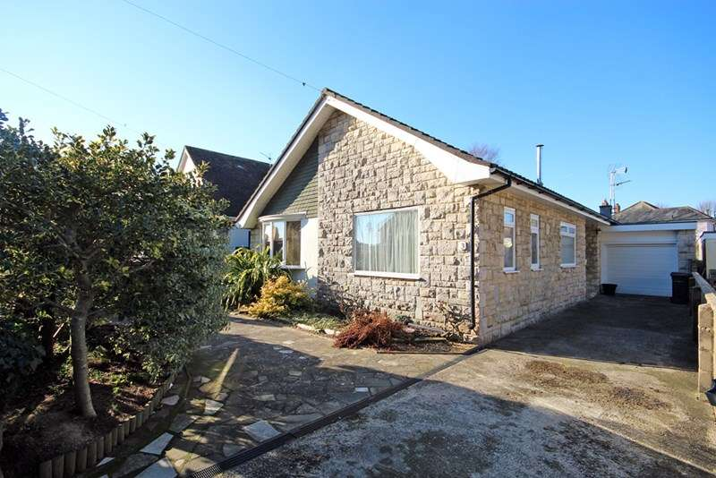 3 Bedrooms Detached Bungalow for sale in Wickmeads Road, Wick, Bournemouth