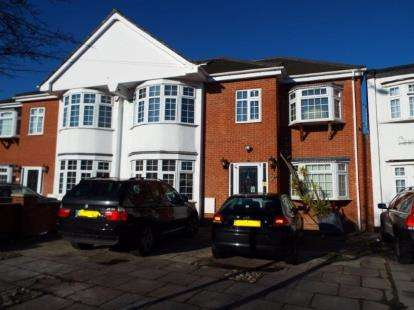 5 Bedrooms Semi Detached House for sale in Clayhall, Esex