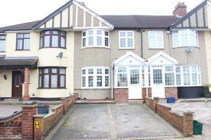 3 Bedrooms Terraced House for sale in Clayhall, Ilford