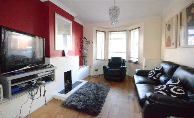 3 Bedrooms End Of Terrace House for sale in Rectory Road, Farnborough, Hampshire