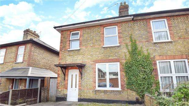 3 Bedrooms Semi Detached House for sale in Fairview Road, Taplow, Maidenhead