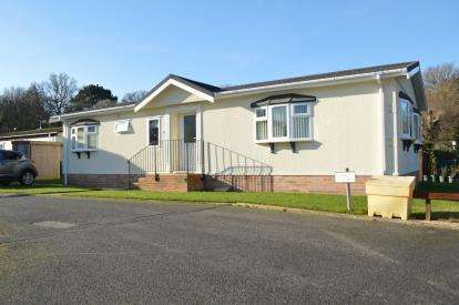 2 Bedrooms Mobile Home for sale in Ringwood Road, Ferndown