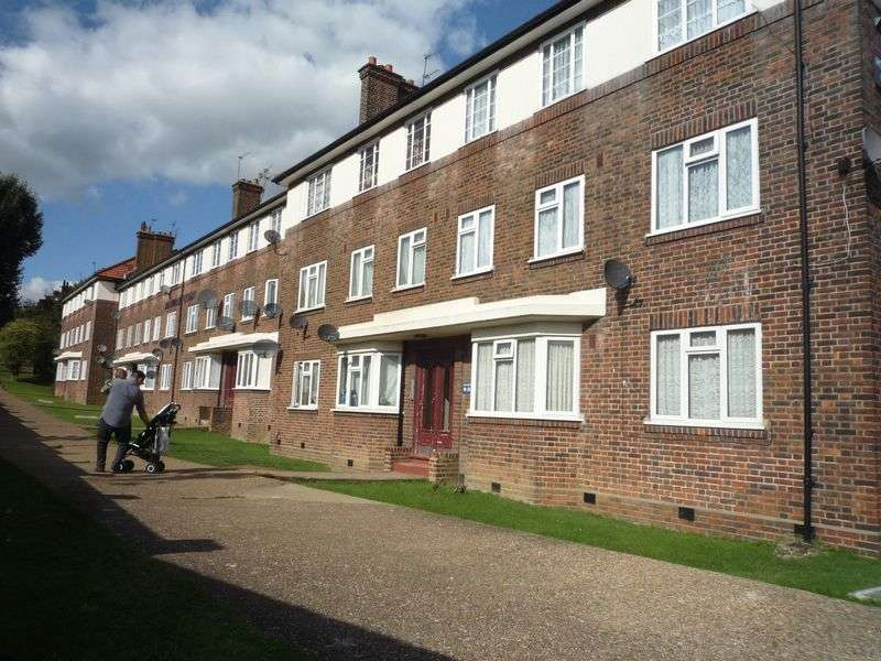 2 Bedrooms Flat for sale in ***FOR SALE BY AUCTION*** 2 BEDROOM FLAT - COLINDALE NW9