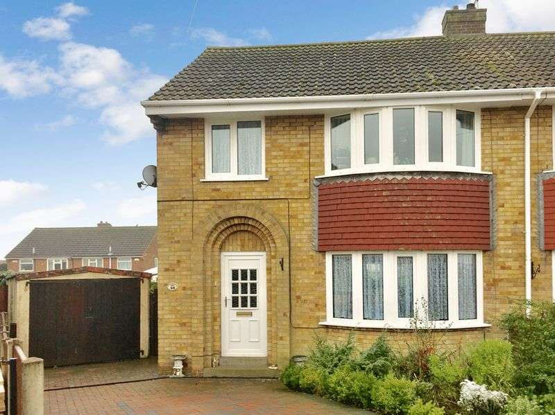 3 Bedrooms Semi Detached House for sale in Sycamore Close, Swadlincote