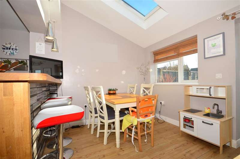 3 Bedrooms End Of Terrace House for sale in Littlecote, Petworth, West Sussex
