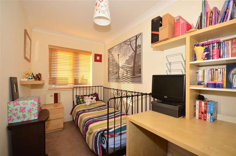 2 Bedrooms Flat for sale in Woodcote Road, Wallington, Surrey