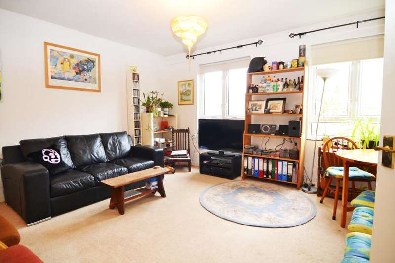 2 Bedrooms Flat for sale in Bucklands Road, Teddington, TW11