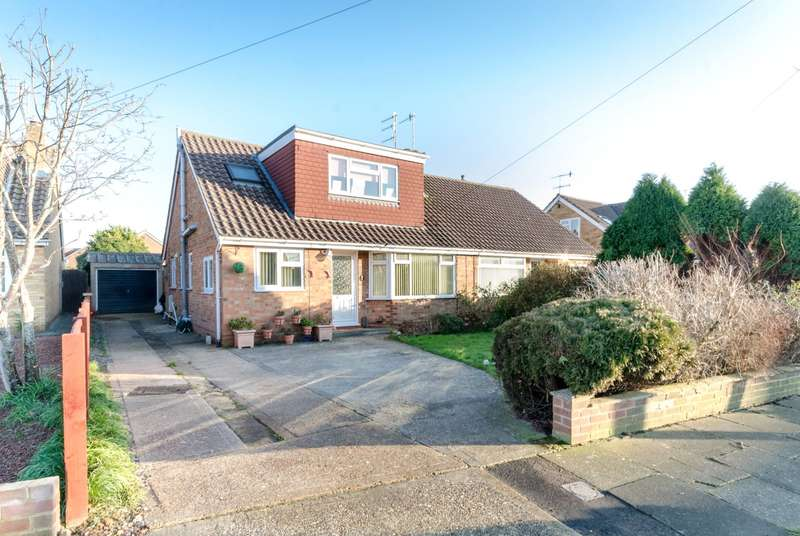 4 Bedrooms Semi Detached House for sale in Silverdale Drive, Sompting, West Sussex, BN15