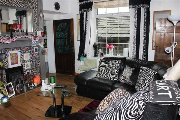 3 Bedrooms End Of Terrace House for sale in Pecker Well, Hebden Bridge, West Yorkshire